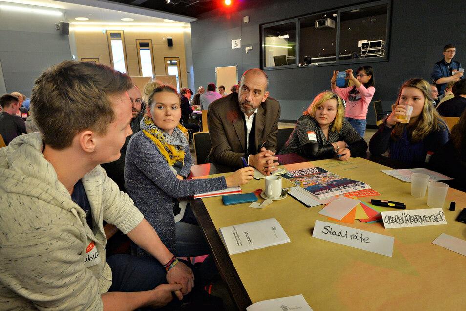 Junge Menschen in Bautzen sind gefragt, ihre Ideen beim Jugendforum - wie hier bei der Ideenkonferenz im Steinhaus - einzubringen. Jetzt gibt es Diskussionen darum, wer dabei sein darf.