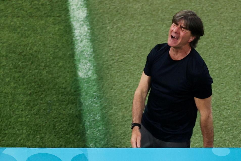 War von seiner Mannschaft nicht enttäuscht, muss nun aber dennoch Antworten finden: Bundestrainer Joachim Löw.