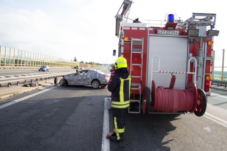 Neben mehreren Rettungswagen war auch die Freiwillige Feuerwehr Reinsdorf im Einsatz.