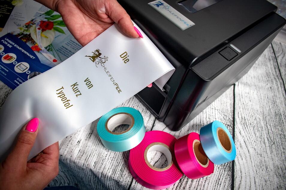 Seit kurzen gibt es ein neues Angebot für Kunden: Schleifenbänder nach Wunsch.