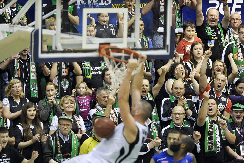 In der Halle wurde Top-Profisport geboten. Zahlreiche Fans aus Görlitz zog es über die Neiße.
