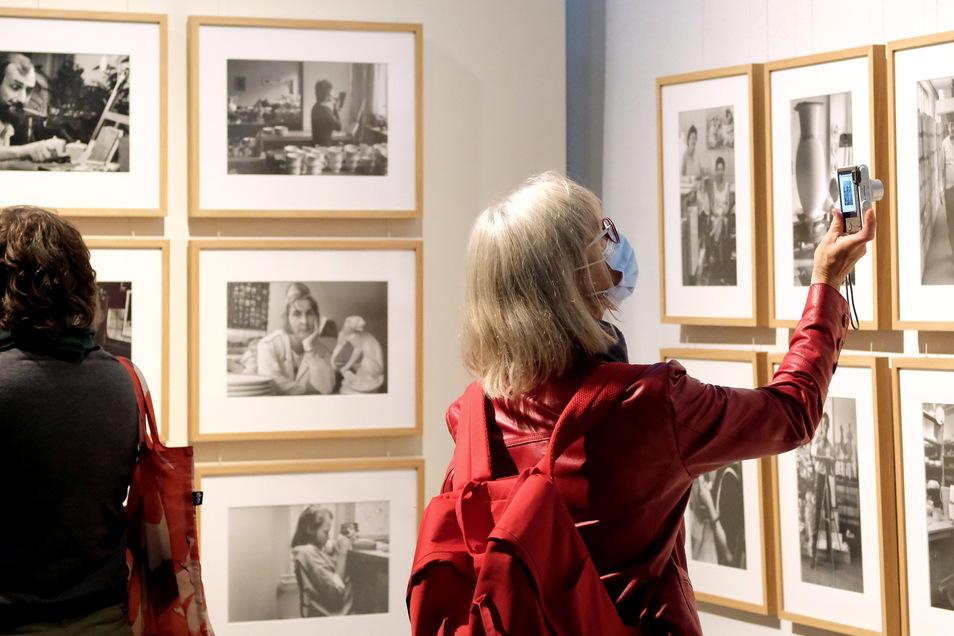 """Im Stadtmuseum wurde die Midissage der Studioausstellung """"Gesichter und Geschichten - Meißner Manufakturisten in Fotografien von Gerhard Weber"""" gefeiert."""