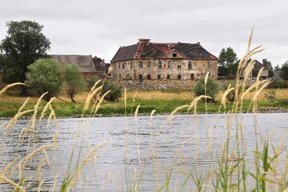 Schloss Promnitz liegt idyllisch direkt an der Elbe. Doch hinter den Mauern ist in letzter Zeit ein Streit zwischen Besitzern und Kulturverein entbrannt.
