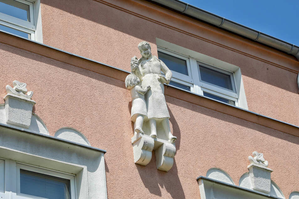 So manche Häuser haben interessante und sanierte Schmuckelemente.