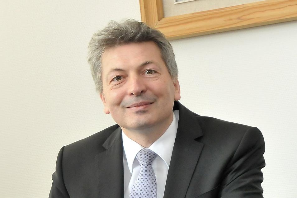 Landrat Arndt Steinbach (CDU) verlässt am 31. August den Landkreis Meißen. Sein Nachfolger kann wegen Corona aber erst im Herbst gewählt werden. Den genauen Termin legt der Kreistag am 2. Juli fest.