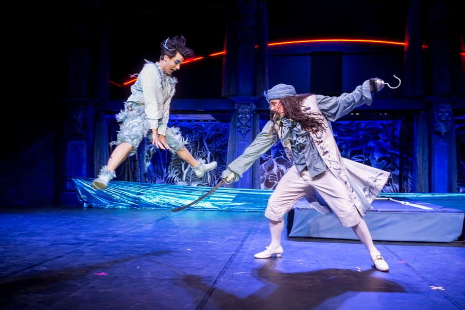 Endlich Action: Peter Pan kämpft gegen Hook.