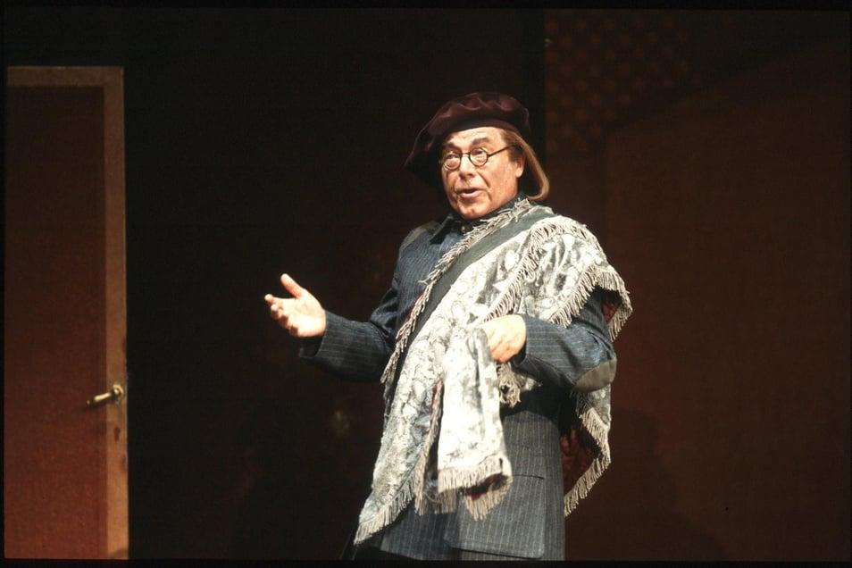 """Peter Schreier im Mai 1999 als Basilio in """"Die Hochzeit des Figaro"""" in der Staatsoper unter den Linden."""