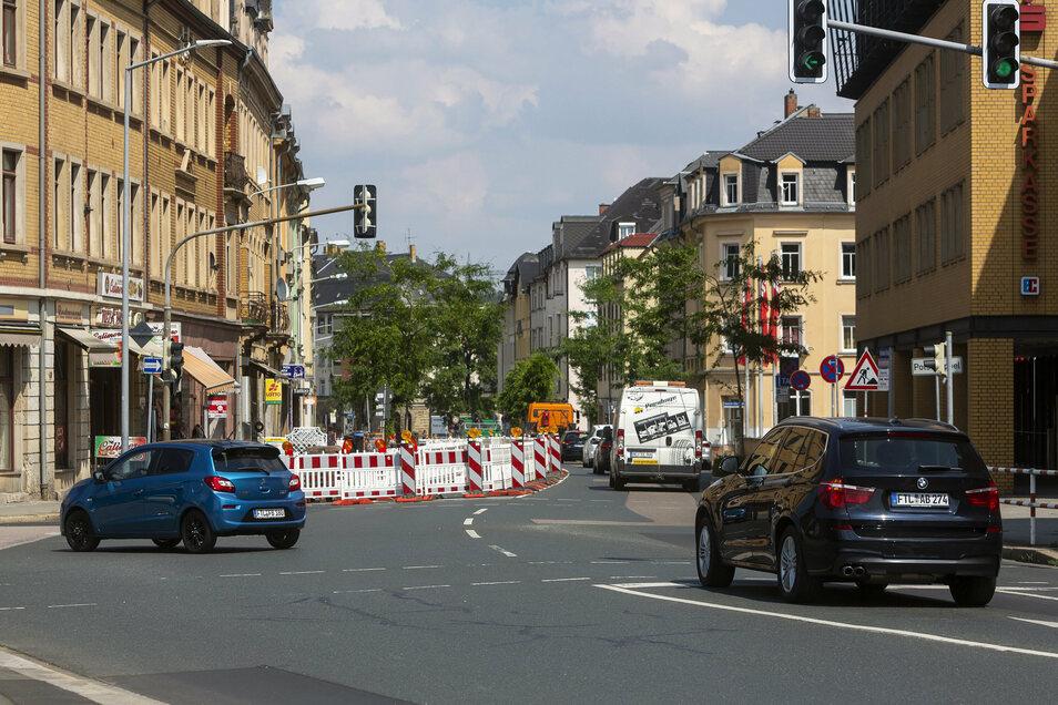 An der Kreuzung Dresdner Straße / Wilsdruffer Straße rollt der Verkehr sogar besser als sonst, denn aus Richtung Dresden kann aufgrund der Baustelle kein Gegenverkehr kommen.