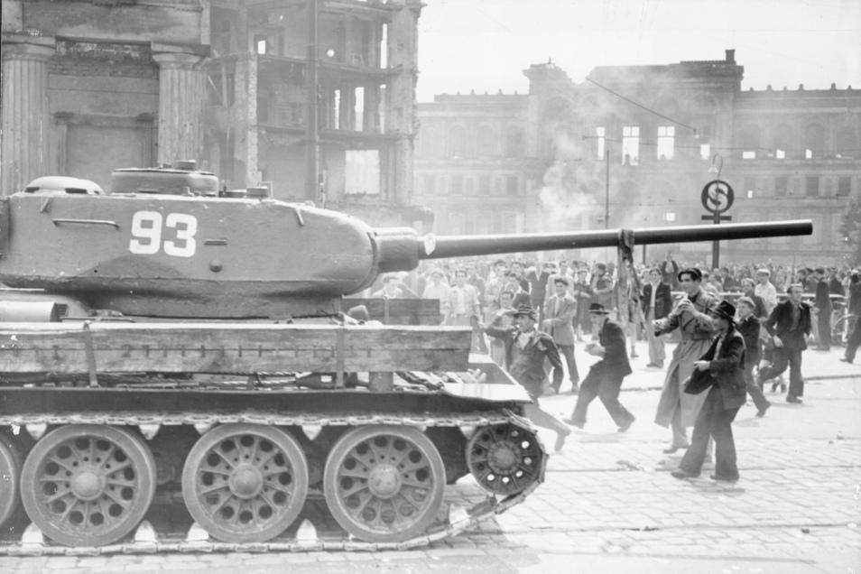 Russische Panzer am 17. Juni 1953 am Potsdamer Platz.
