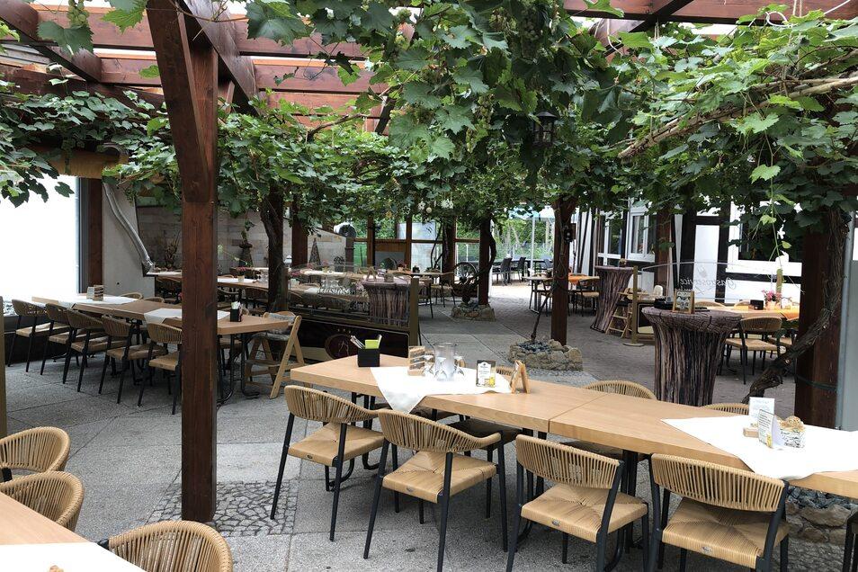 Biergarten mit schattigen Plätzen unter Platanen: Im Bürgergarten Döbeln kann man herrlich den Sommer und das Leben genießen. Und am Wochenende gibt's Kultur, live und open air.