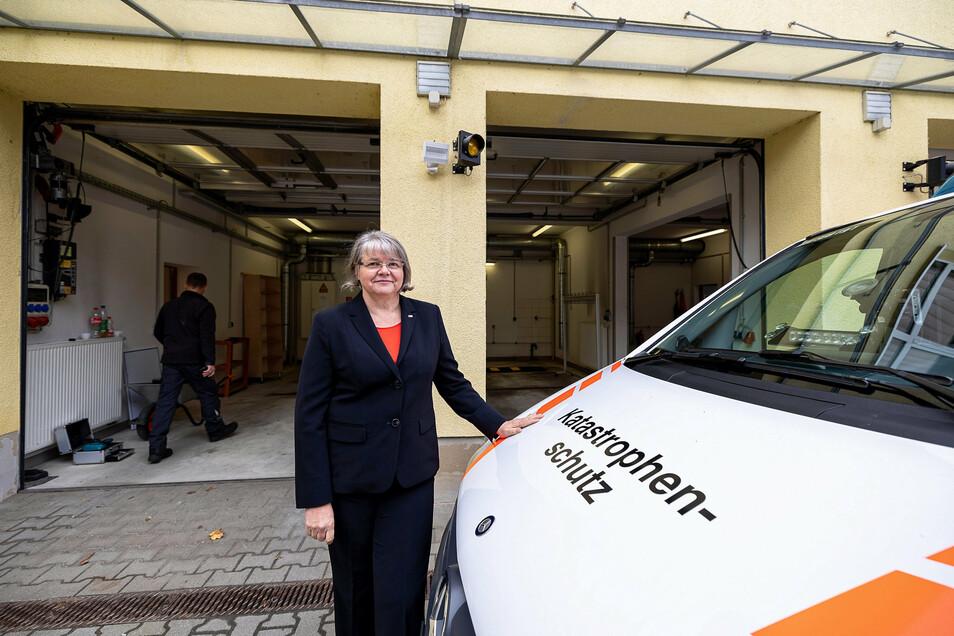 Rita Seidel vom DRK-Kreisverband Sebnitz: Die alten Garagen sind zu klein geworden.