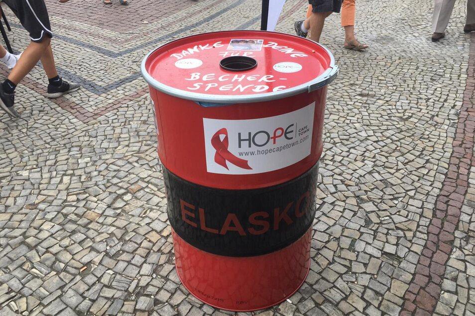 Fast alle Spendentonnen der Initiative Hope wurden geplündert.