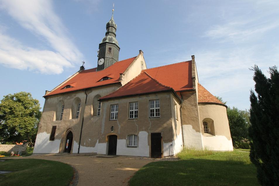 Blick auf die Kirche in Arnsdorf