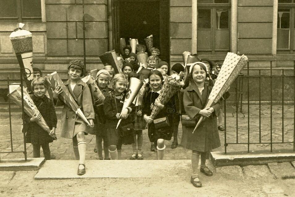 Schuleingang anno 1932: Die Zuckertüte war in Sachsen schon seit dem 19. Jahrhundert Brauch.