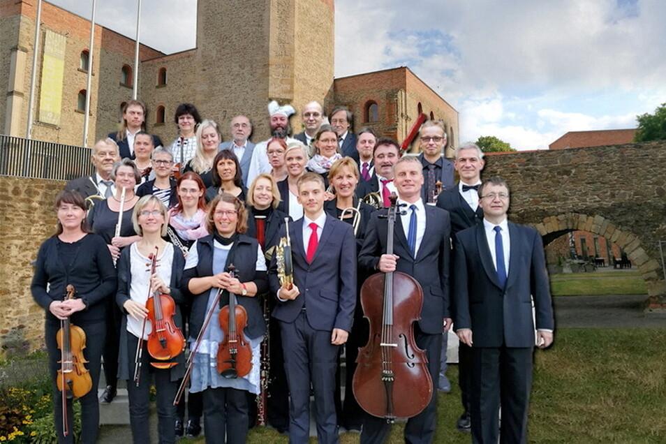 Das Gemeinschaftsorchester Großenhain spielt am Sonntag um 16 Uhr im Schlossgraben am Kulturzentrum.