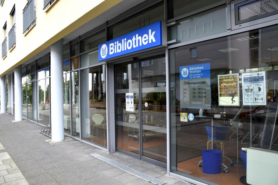 Noch gibt es eine Bibliothek im Otto-Dix-Center, doch sie soll nach Niedersedlitz umziehen.