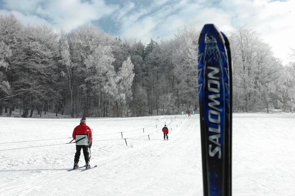 Dieses Foto ist 15 Jahre alt: Bis 2012 war am Jonsberg im Kurort Jonsdorf im Winter ein einfacher Schlepplift in Betrieb.