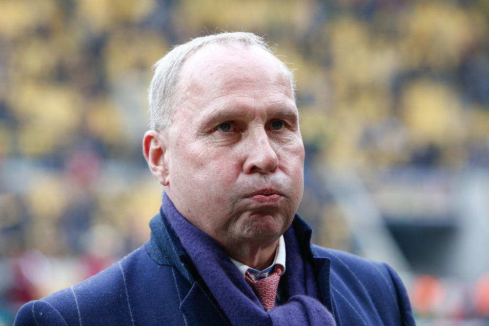 Ganz tief durchatmen – auch für den FC Erzgebirge und dessen Präsidenten Helge Leonhardt ist die Lage ernst.