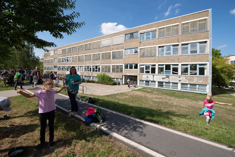 Außen sieht man der Unischule noch nicht an, wie innovativ das Innen zugeht.