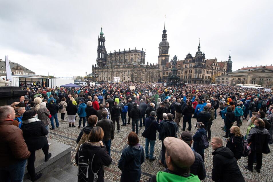 Solche Szenarien will man vermeiden: Die Stadt Dresden hat die angekündigten Demonstrationen am kommenden Wochenende verboten.