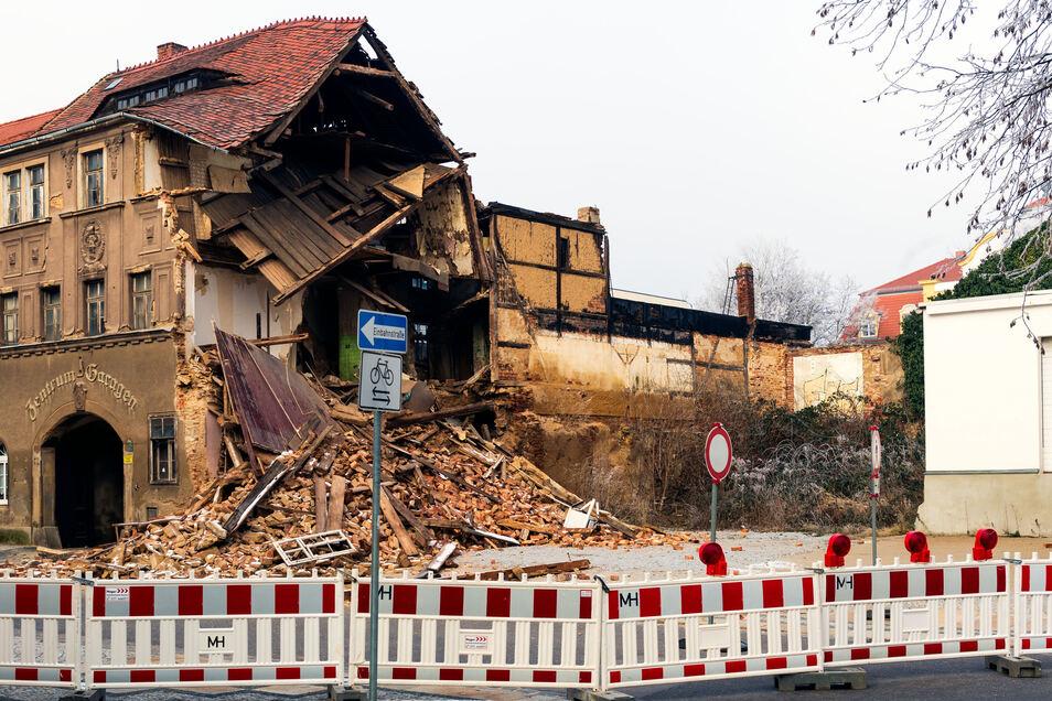 Am Einsturzhaus in der Bautzener Töpferstraße ist ein weiteres Gebäudeteil weggebrochen.