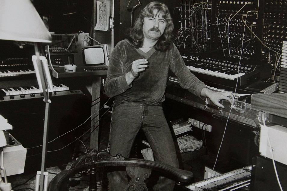 Reinhard Lakomy mit dem legendären Moog-Synthesizer, der einst Mick Jagger, dann Tangerine Dream gehört hatte.