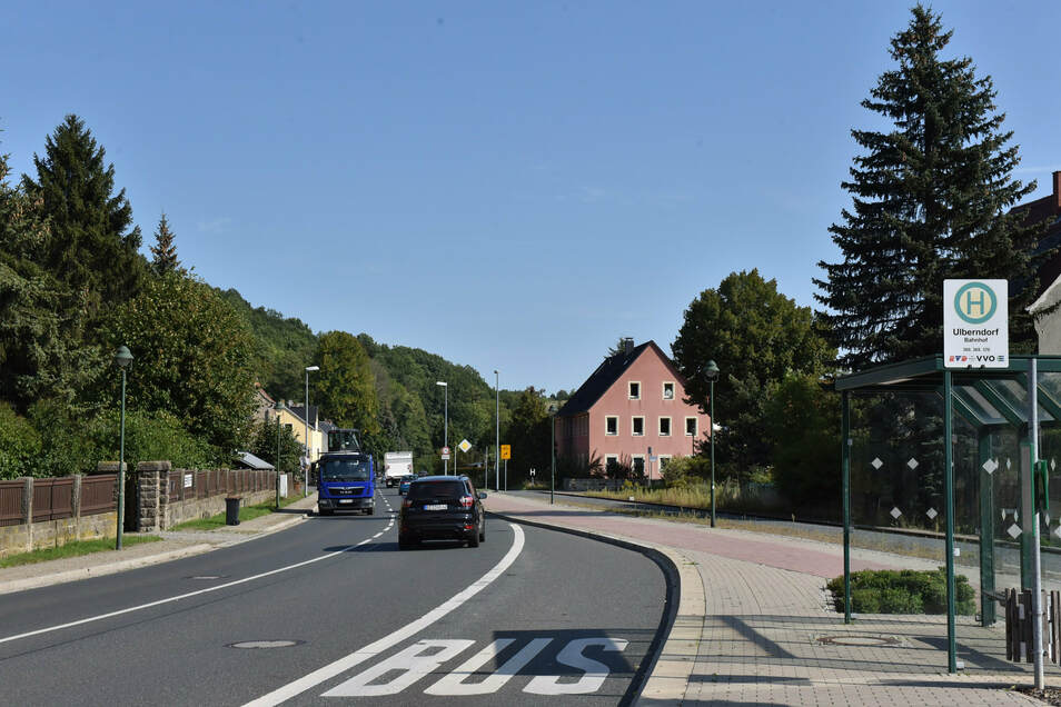 Hier in Ulberndorf an der Bundesstraße B 170 ist eine neue Werbetafel geplant. Dippser Stadträte sehen das kritisch.