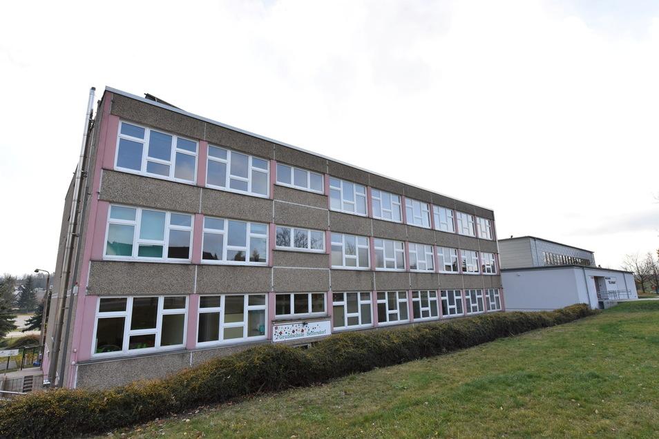Die Grundschule in Seifersdorf ist eine der Schulen in Dippoldiswalde, an der die Lehrer jetzt mit mobilen Computern ausgestattet werden.