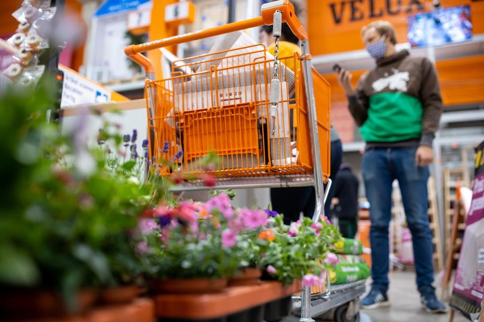 Abgestelltes Geschäft: Baumärkte dürfen in Sachsen doch nicht für private Heimwerker öffnen – reine Gartenmärkte schon.