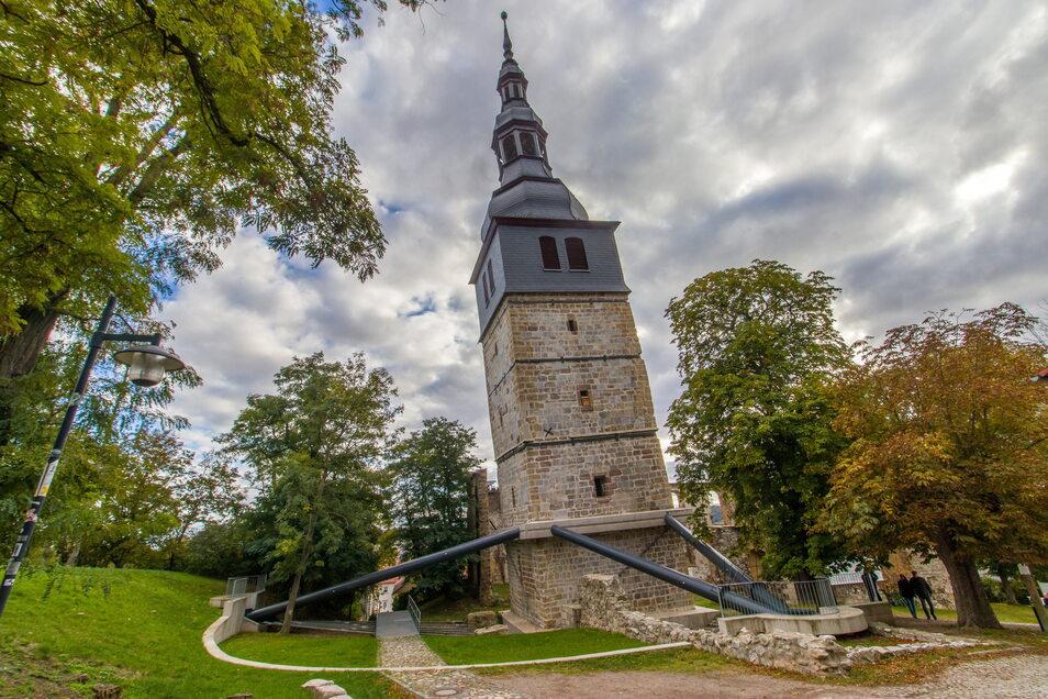 Seit über 100 Jahren versuchen findige Köpfe, den Seitwärtstrend der Kirche von Bad Frankenhausen bautechnisch aufzuhalten. Mit wechselndem Erfolg.