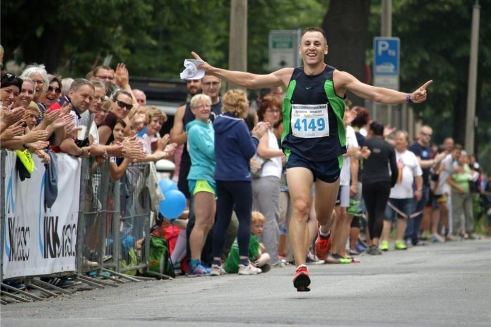 Bei den Männern gewann der Tscheche Jakub Schor in 2:42:48 Stunden.