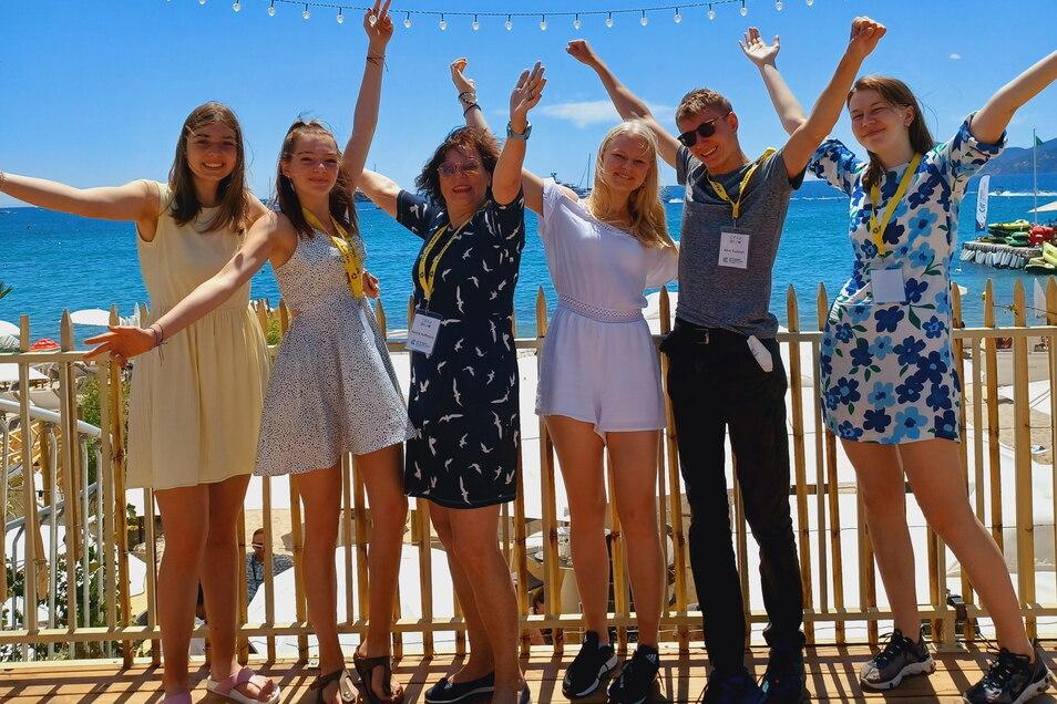 Fünf Kamenzer Lessingschüler nahmen vom 12. bis zum 16. Juli am deutsch-französischen Workshop zur Filmkritik im Rahmen der Filmfestspiele in Cannes teil. Französischlehrerein Karina Hoffmann (3.v.l.) begleitet sie.