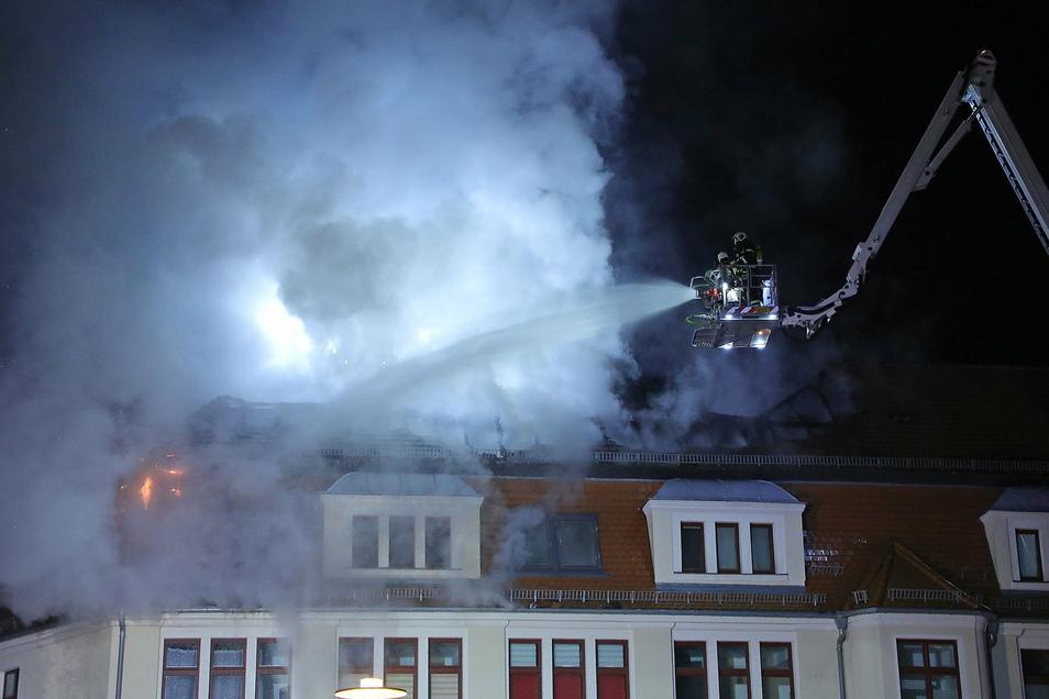 Der größte Einsatz 2020: Am Abend des 7. November brannte der Dachstuhl eines Freitaler Wohnhauses.