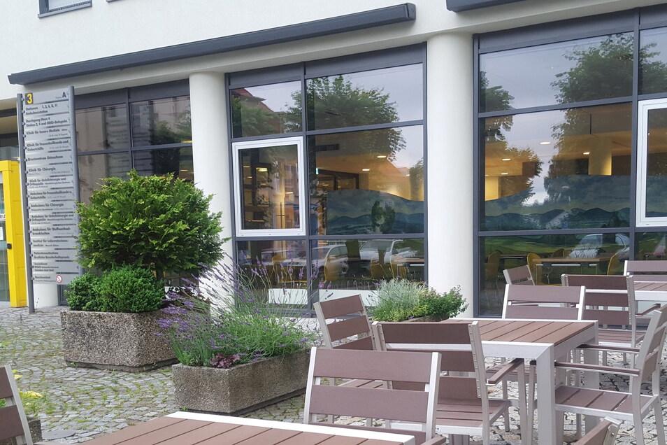 Auch ein Außenbereich gehört zur Cafeteria.