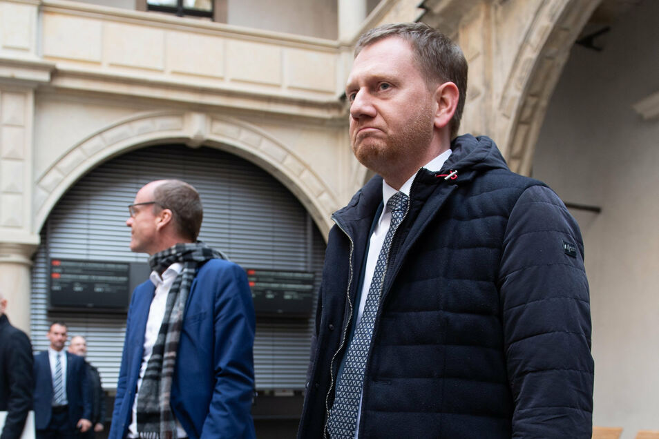 Ministerpräsident Michael Kretschmer zeigte sich vor Ort schwer betroffen von dem Einbruch in das Grüne Gewölbe.