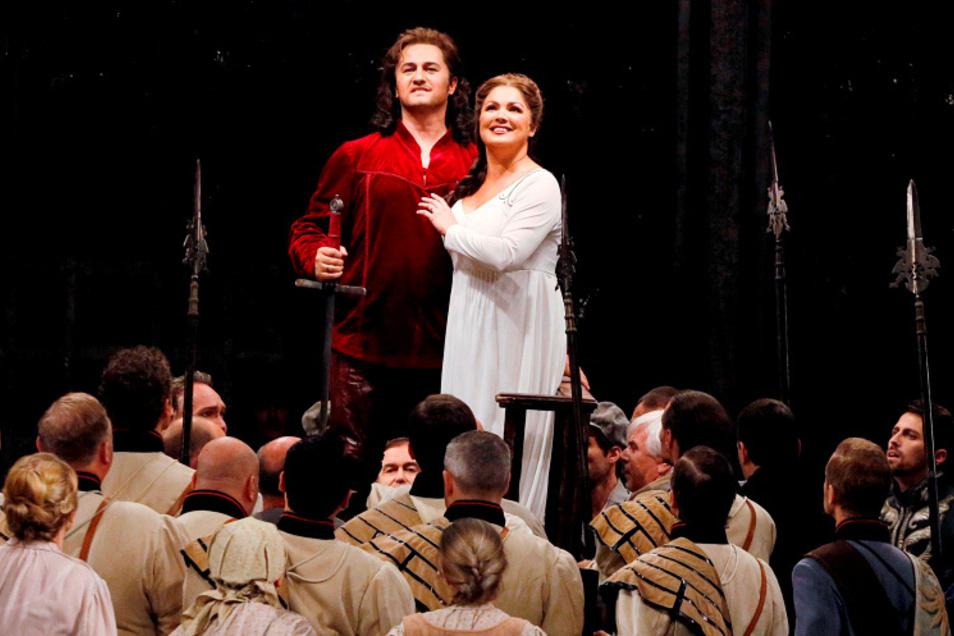 """Das waren noch Live-Zeiten: Anna Netrebko und Piotr Beczala 2016 im """"Lohengrin"""" an der Semperoper. Heute kann man die Inszenierung immerhin bei Arte Classic streamen."""