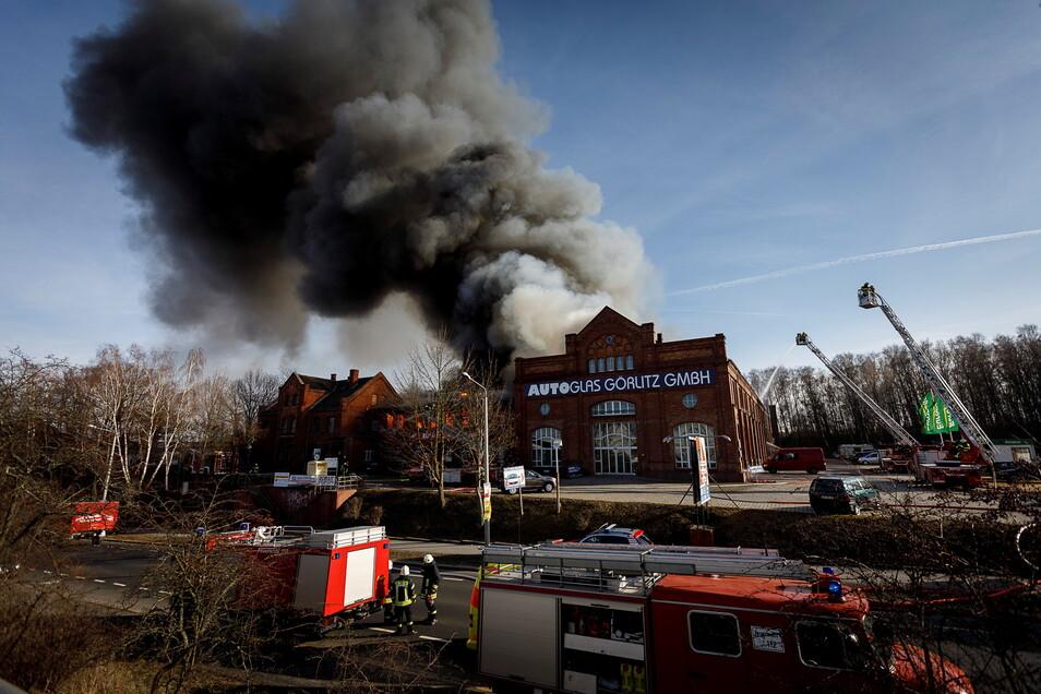 Am 25. Februar 2019 stand die schwarze Rauchfahne hoch über dem Roscher-Gewerbepark in Görlitz.