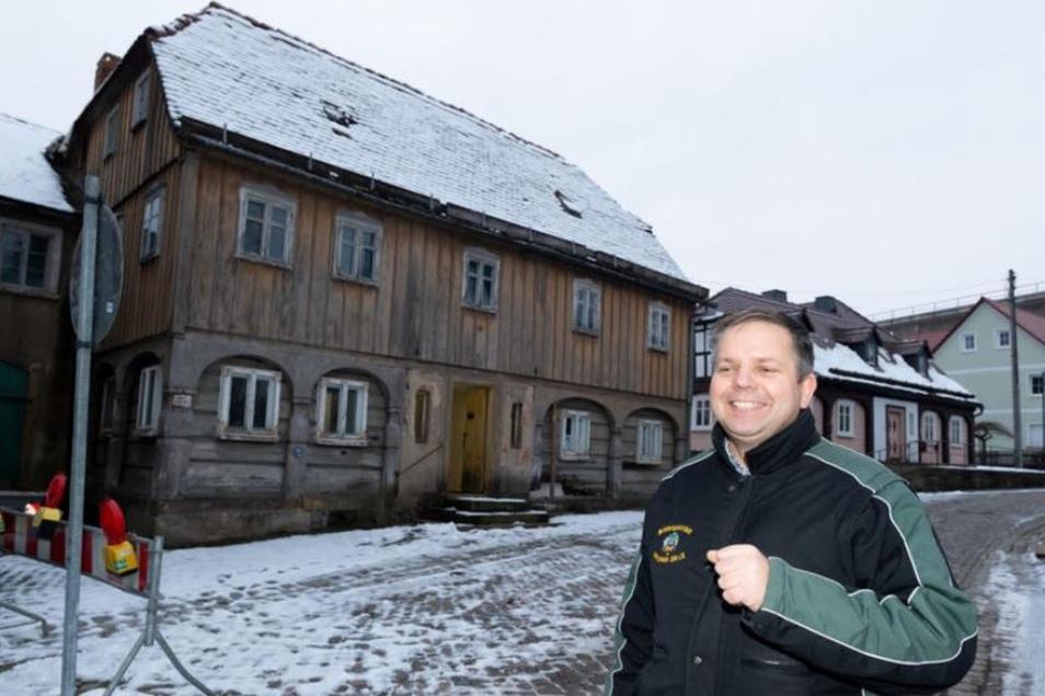 Dieses Haus wird von einem Verein saniert. Vorsitzender Daniel Hain freut sich, dass alle Genehmigungen da und Fördermittel bewilligt sind.