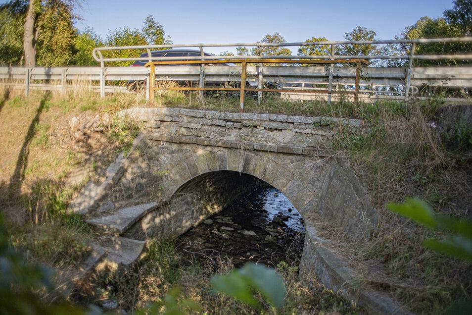 Diese Gewölbebrücke über das Hänelwasser in Prietitz bei Elstra wird ab kommendem Montag saniert.