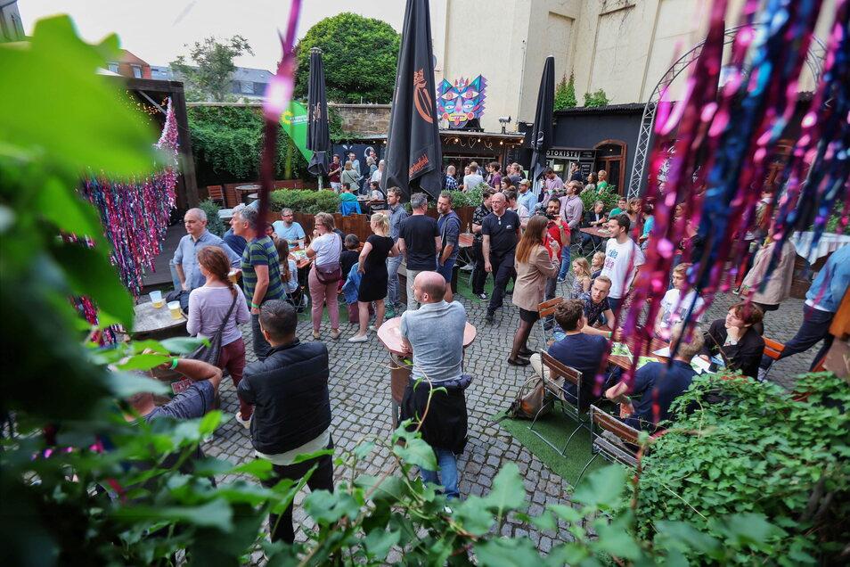 Die Grünen feiern in der Groovestation in der Neustadt.