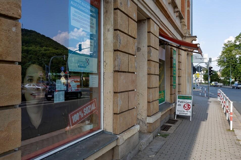 Die Linke betreibt ein Bürgerbüro an der Dresdner Straße in Freital. Der Kreisverband wurde Opfer eines Betrügers.  Foto: Karl Ludwig Oberthür