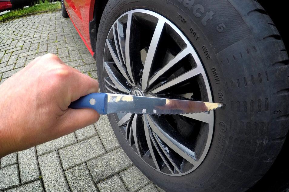 In einer Nacht Ende April 2020 haben Unbekannte in Roßwein von zehn Fahrzeugen insgesamt 17 Reifen zerstochen. Viele Einwohner sind darüber noch immer fassungslos und fordern die Kommunalpolitiker zum Handeln auf.