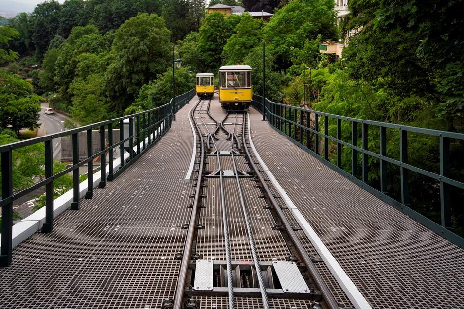 Auf dem Viadukt hat die Standseilbahn einen neuen, rutschsicheren Fußboden bekommen - für den Fall, dass dort bei einem Problem ausgestiegen werden muss. Wann das das letzte Mal nötig war, konnte niemand sagen.