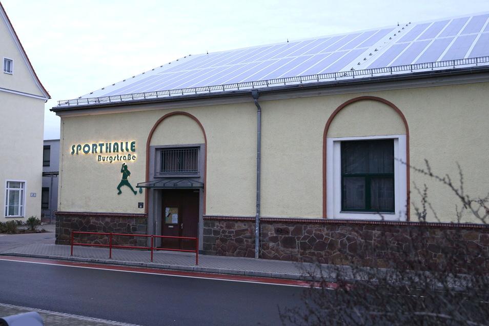 In der Sporthalle Burgstraße will das Rote Kreuz vier Tage lang ein mobiles Impfzentrum aufmachen.