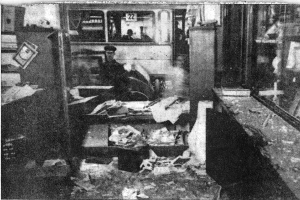 In der Nacht vom 9. zum 10. August 1932 wird auf die Volksbuchhandlung in Potschappel ein Terroranschlag verübt, der die Bewohner der jungen Stadt verunsichert.