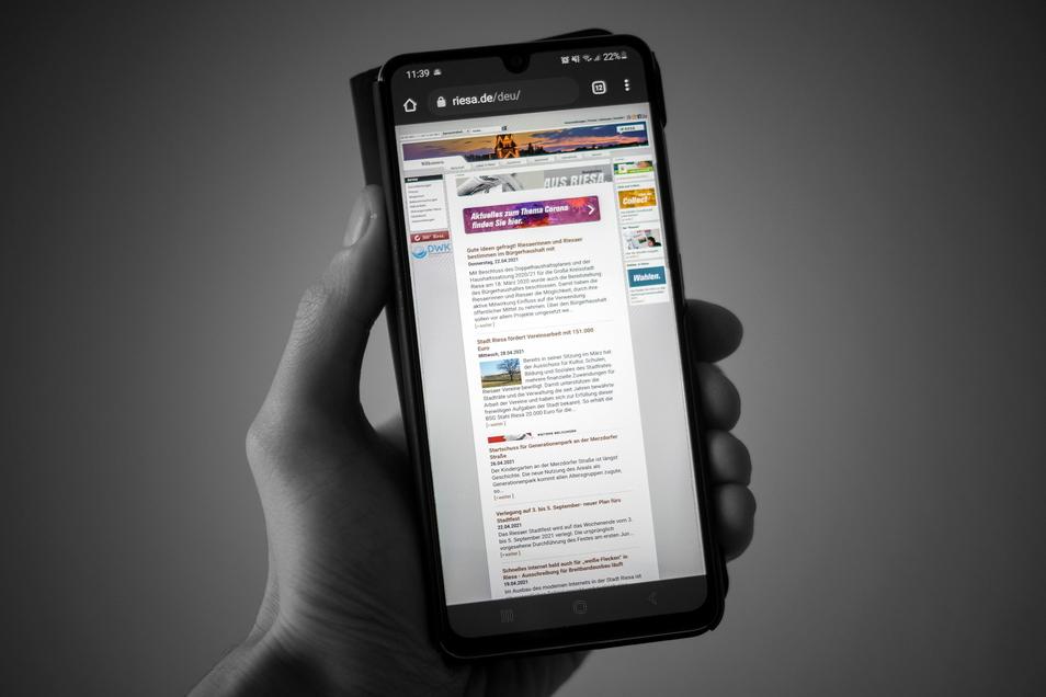 Wer www.riesa.de per Smartphone aufruft, bekommt die normale Seite angezeigt, kein extra auf den kleinen Bildschirm abgestimmtes Design. Das – und mehr – soll sich durch einen sogenannten Relaunch des Riesaer Netzauftrittes ändern.