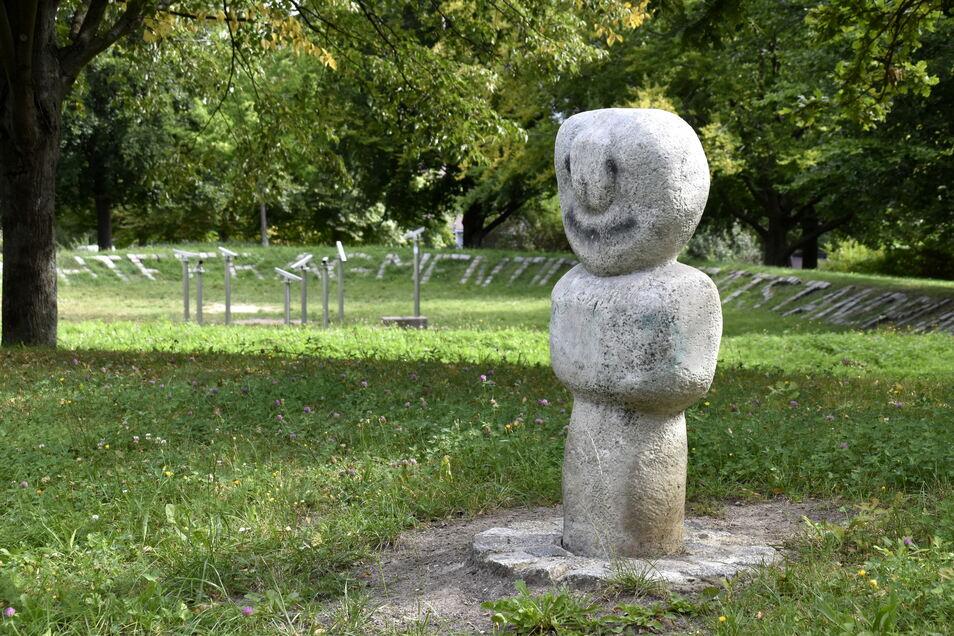 Im Bürgerpark haben viele Kunstobjekte, die an anderer Stelle keinen Platz mehr hatten, einen neuen Standort bekommen.