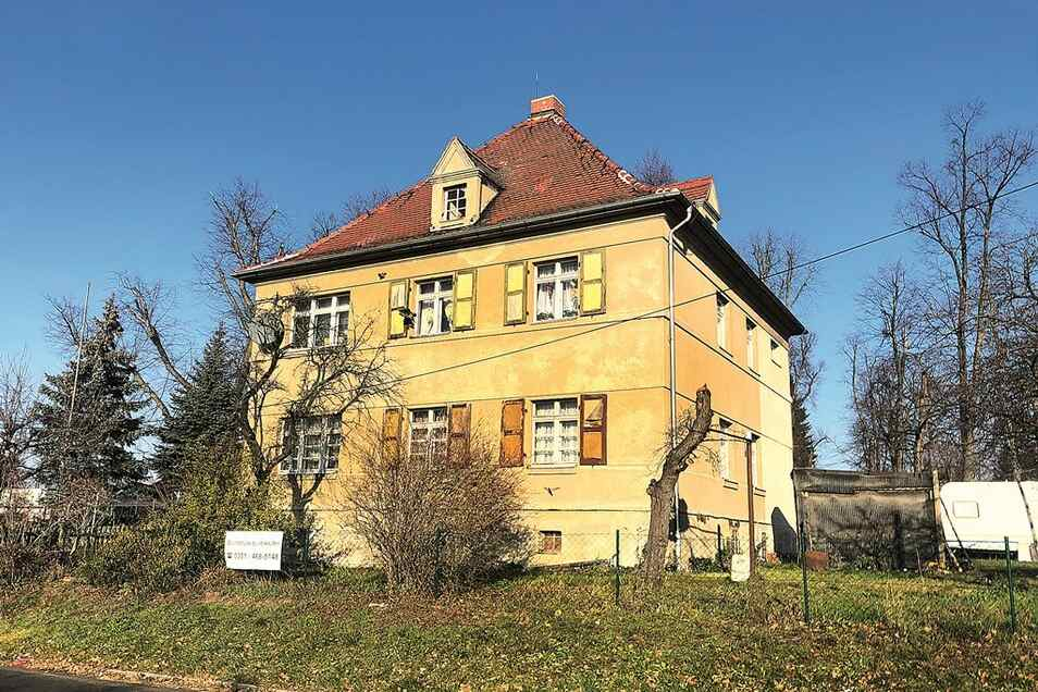 Denkmalg. Zweifamilienhaus mit Garage in Radeburg / Mindestgebot 140.000 Euro