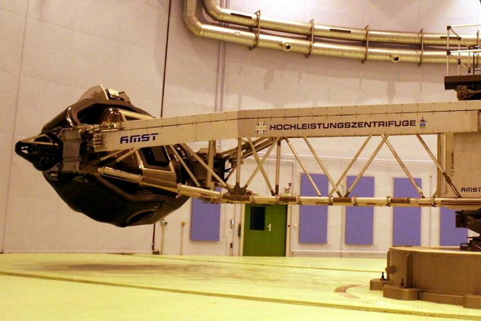In der Zentrifuge erleben die Piloten die Beschleunigungskräfte, die auch in Kampfjets auftreten.