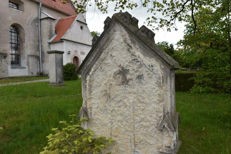 Der alte Friedhof neben der Kirche Possendorf. Viele kommunale und kirchliche Friedhofsträger bangen um die Zukunft alter Grabanlagen.